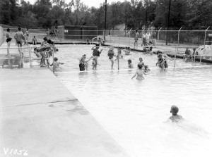1955-04-14 Children from the hill enjoying the pool. Note the Tournalayer in background